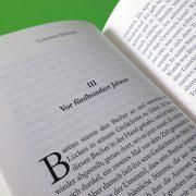 Buchsatz mit wechselnder Kopfzeile und Initialen